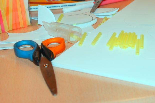 1 cortar pajitas de colores.jpg