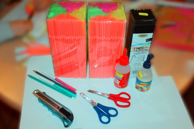 1 materiales manualidad pajitas de colores.jpg