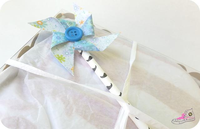 packaging cumpleaños con caja de galletas