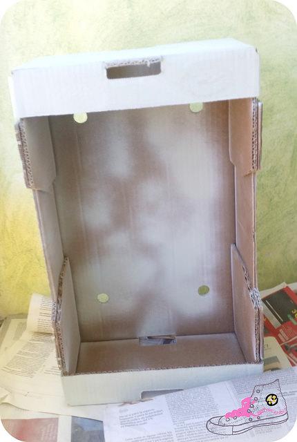 pintar una caja de cartón