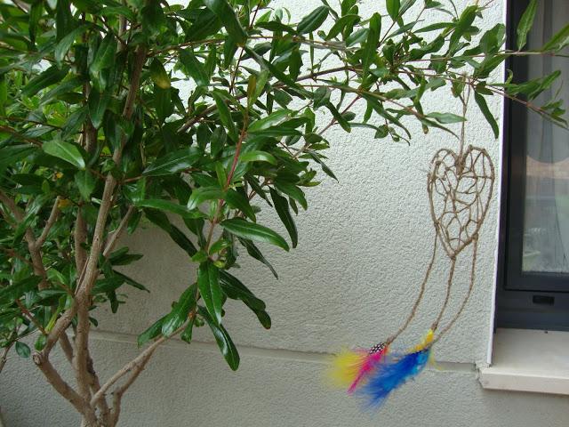 Atrapa - amores colgado en un árbol