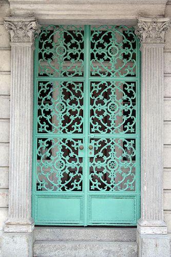 Seguridad en el hogar - puertas enrrejadas stefbearwitness en flickr