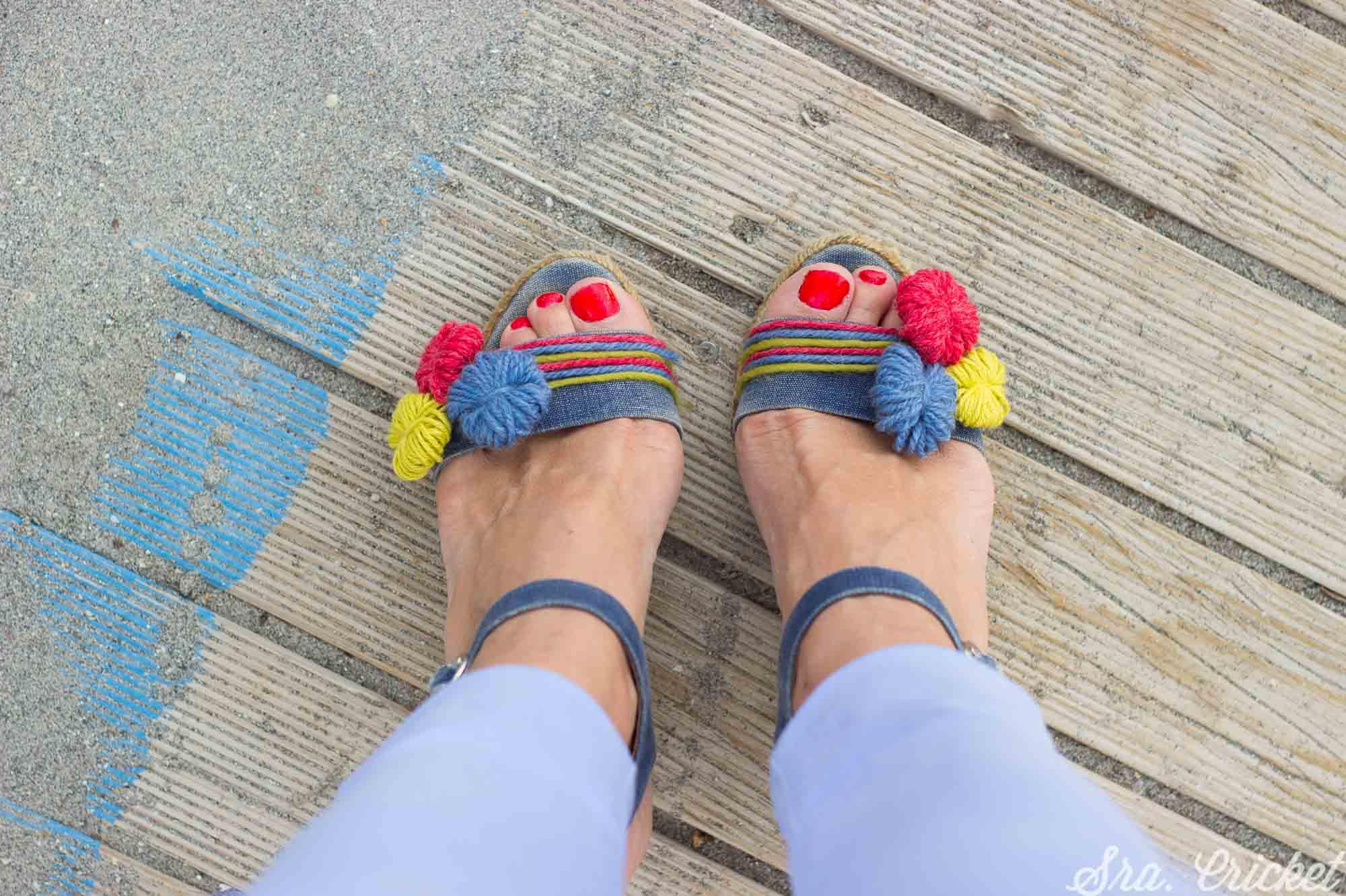 customizar viejas sandalias con abalorios