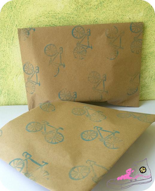 packaging con papel estampado bicicletas