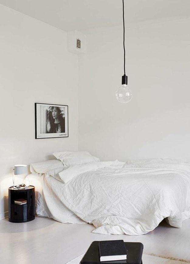 decotip dormitorios - invertir mas en cama y mesillas interiorsjunkie-com