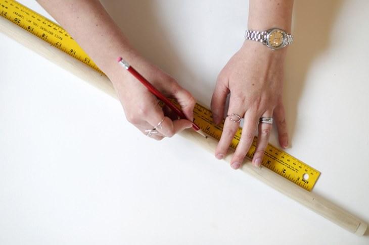 DIY para recibidores - Mide y marca la varilla y cortala