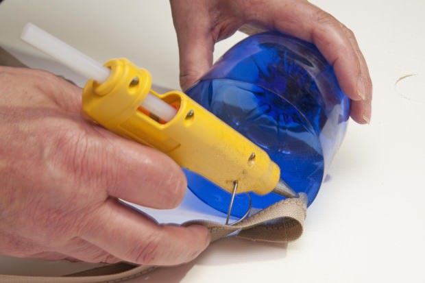 Reciclaje de botellas de plástico para hacer envases. Paso 6