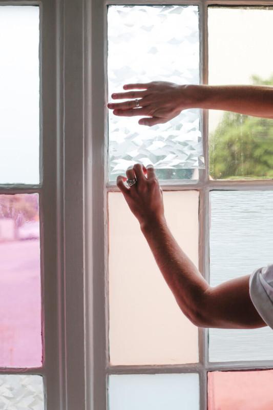 Cómo_personalizar_tus_ventanas_DIY_pegar_vinilo