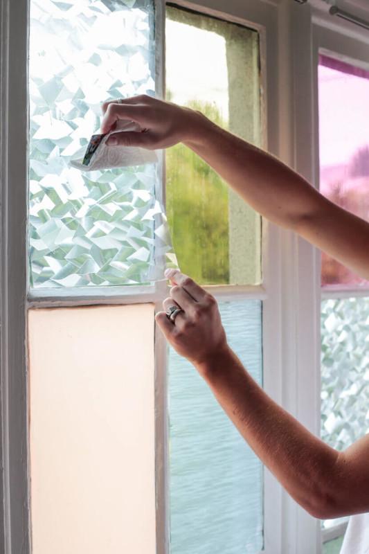 Cómo_personalizar_tus_ventanas_DIY_sacar_burbijas_de_aire_y_agua