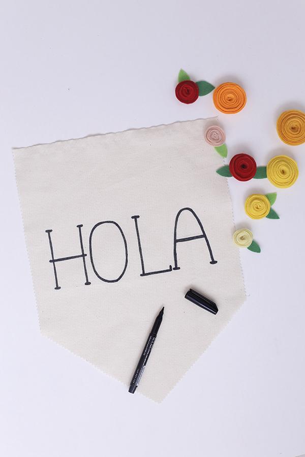 hola-banderin-banner-fieltro-flores-hola-diy