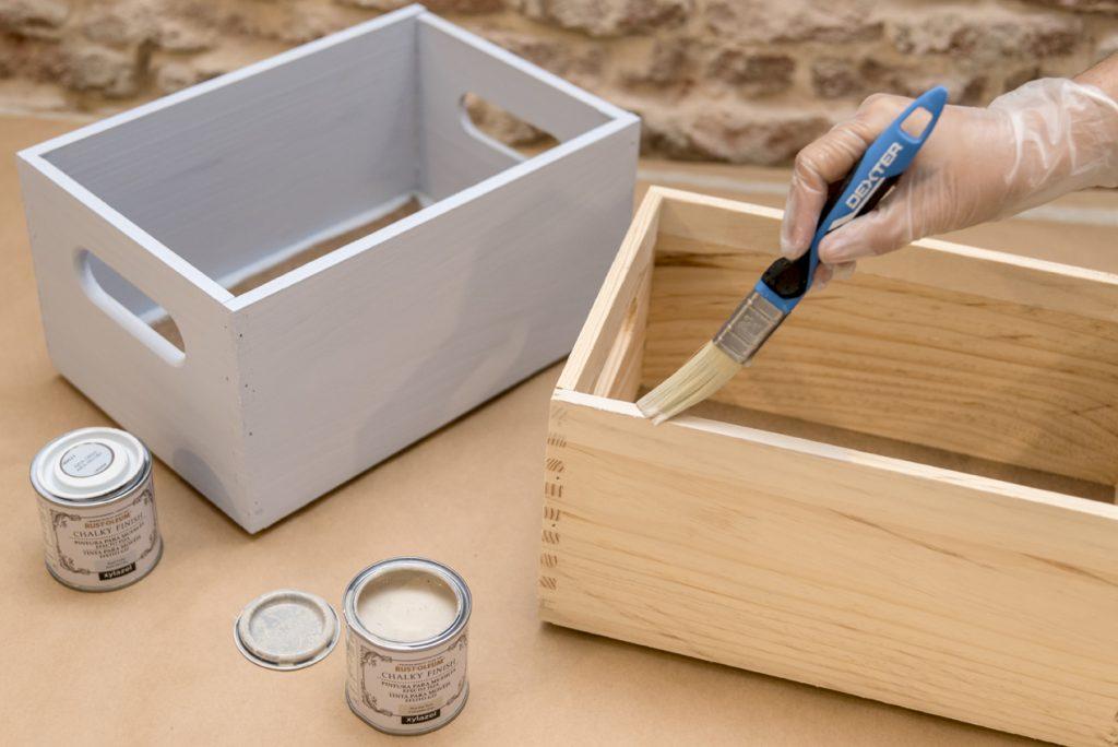 Estanterias con cajas de madera - Pintar la otra caja con chalk paint