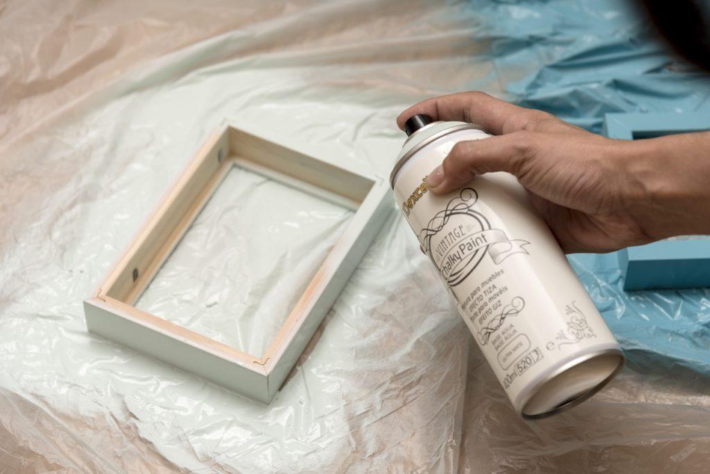 Taller DIY LM decorar un marco con telas - Pintar el marco de madera