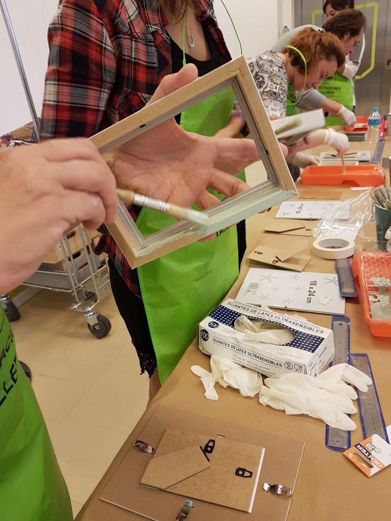 taller-diy-leroy-merlin-sabado-8-octubre-decorar-un-marco-de-fotos-con-telas-3