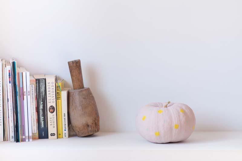 Como pintar una calabaza para decorar en Halloween.