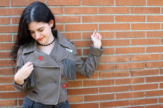 customiza chaqueta flecos y parches.jpg