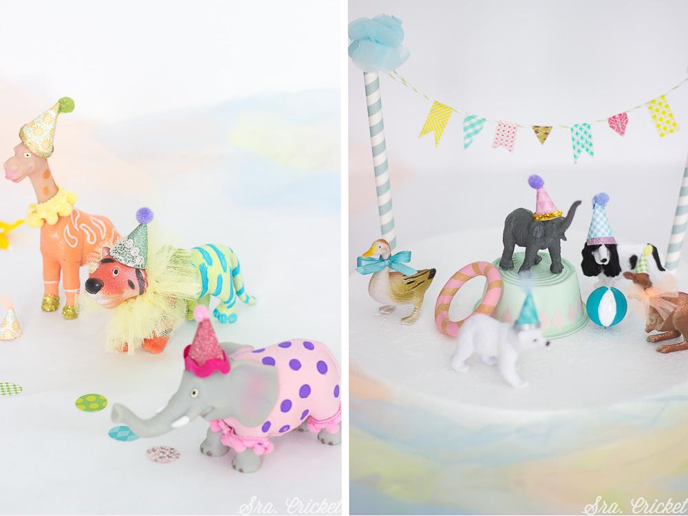 decorar tarta con animales de juguete