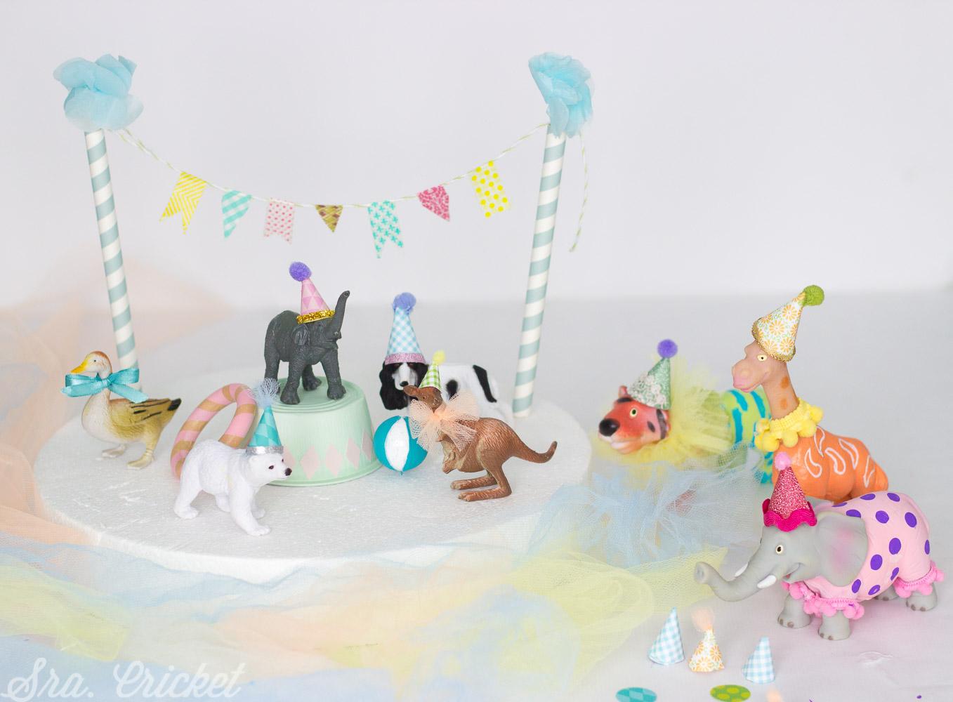 decorar tarta con animales de plastico