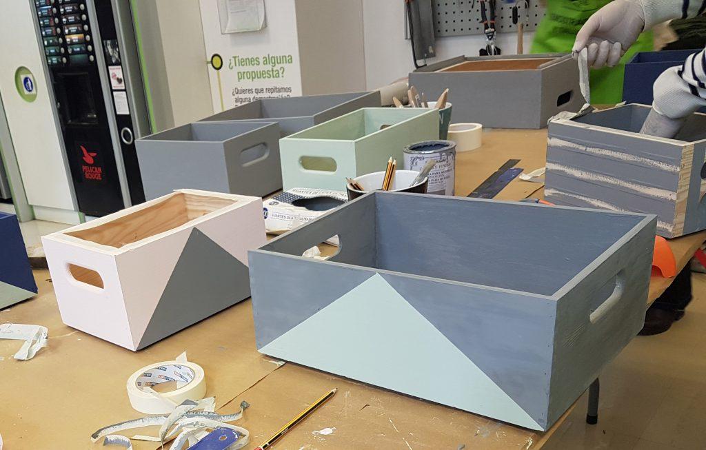 estanteria diy con-cajas-de-madera-resultado-de-la-pintura