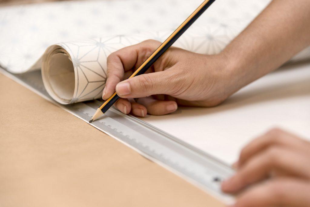 estanterias diy con cajas de madera taller diy colocar medidas-en-el papel pintado y recortar