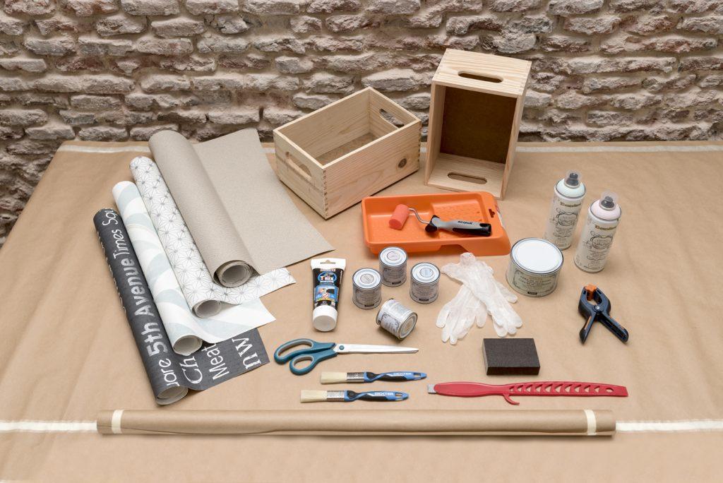 estanterias-con-cajas-de-madera-taller-diy-materiales-cajas-decoradas