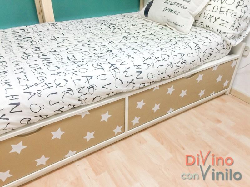 cama tuneada con estrellas de vinilo