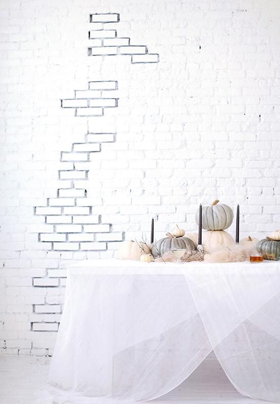 Cómo_decorar_tu_casa_para_Halloween_ideas_inspiraciones_decorar_espacio_gris_blanco_detalles