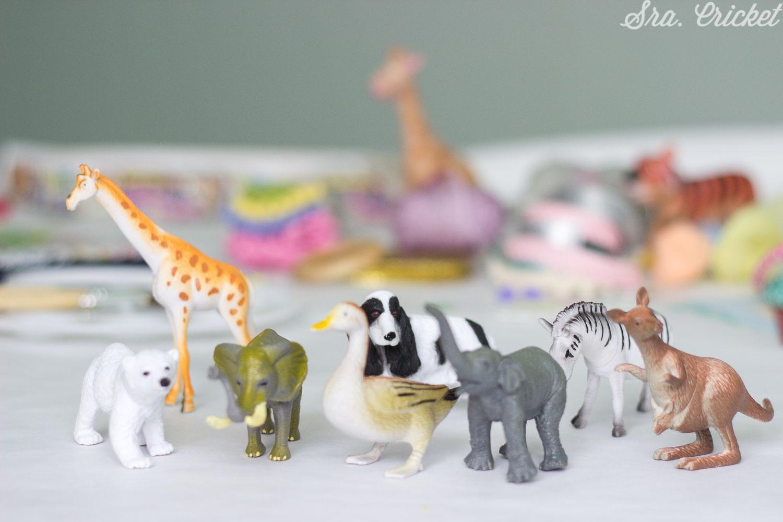 manualidades con animales de plastico