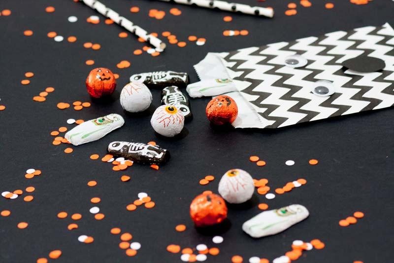 Bolsas craft para repartir chuches en Halloween.