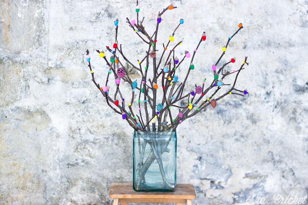 manualidades para niños árbol con bellotas de colores handbox