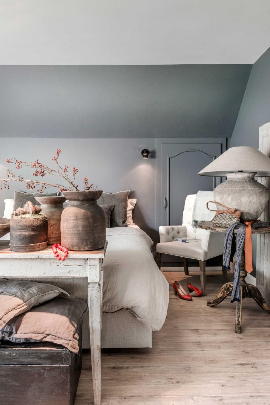 Las_claves_del_nuevo_rústico_decoración_dormitorio_tonalidades_neutras_madera_lino_terracota