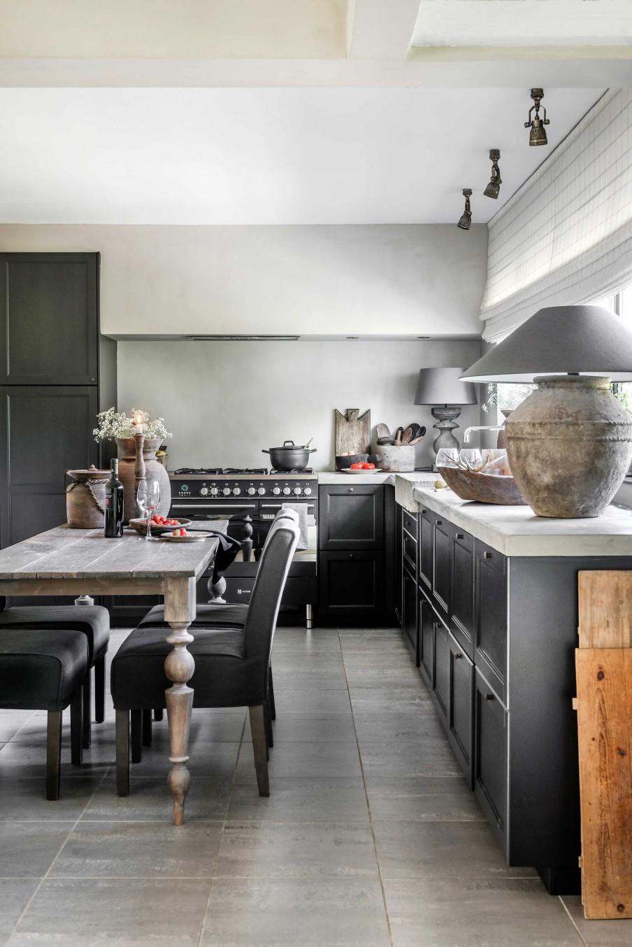 Las_claves_del_nuevo_rústico_decoración_cocina_tonalidades_neutras_madera_terracota