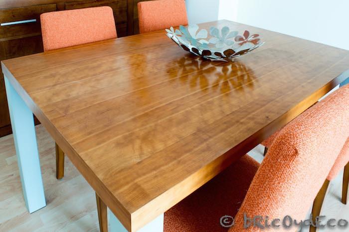 mesa con acabado a la cera