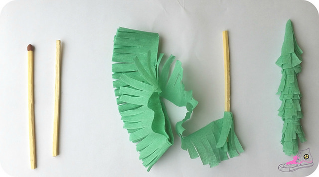 pasos para hacer árboles de navidad de papel