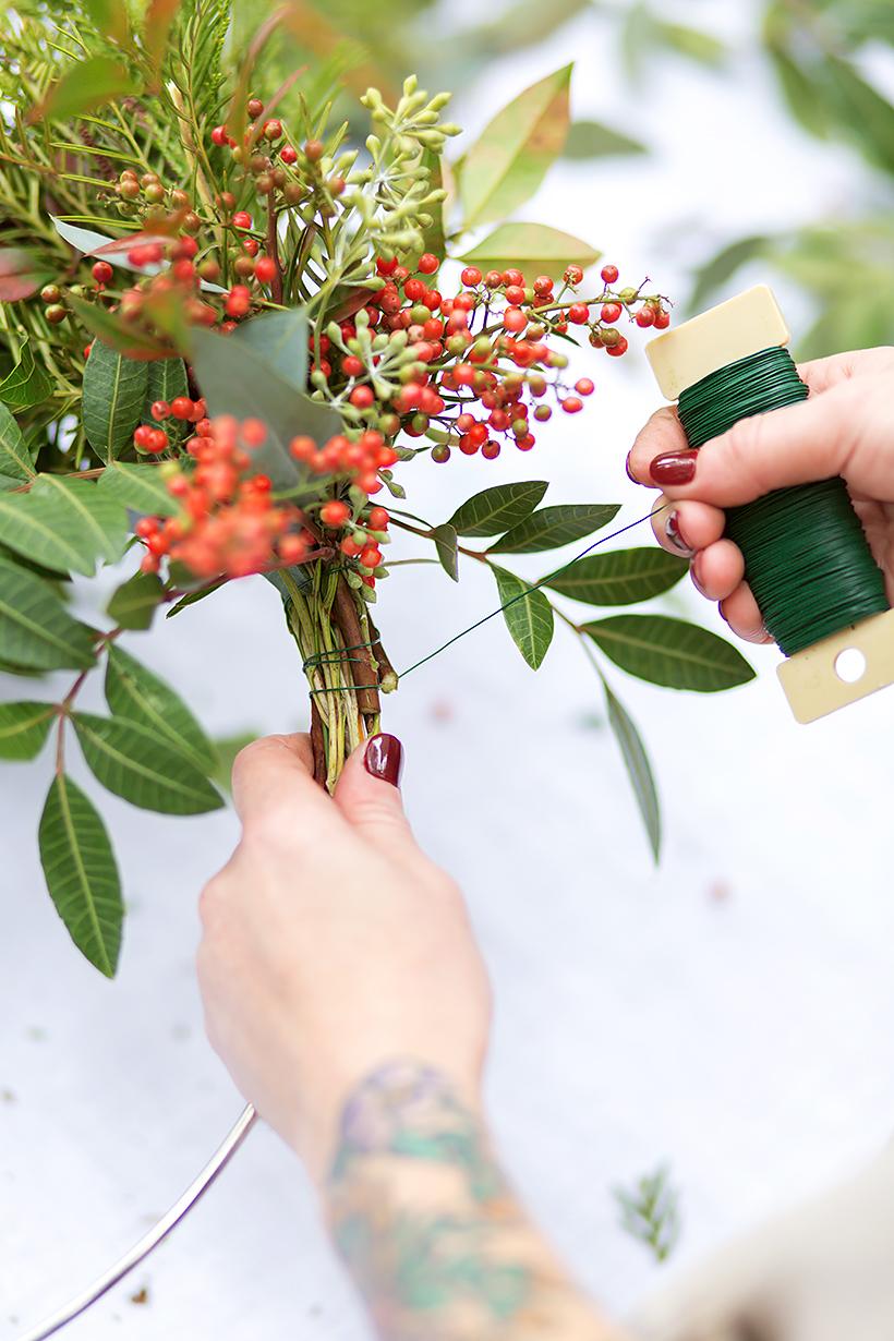 4_DIY_para_tu_decoración_de_Navidad_decoinspiración_decolook_handmade_manualidades_low cost_corona_navideña_paso_a_paso