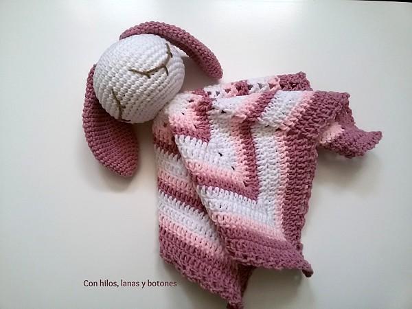 Manta de apego con amigurumi - Handbox Craft Lovers | Comunidad DIY ...