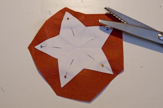 Recortar estrella de fieltro