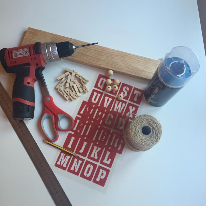 01-portafotos-de-madera-y-pinzas-materia-necesario