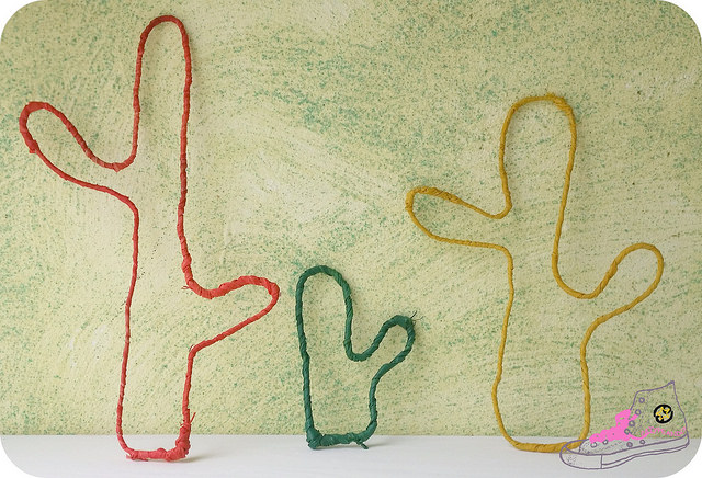 cactus de alambre de colores