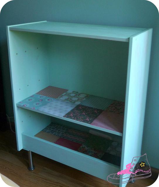 mueble rast convertido en estantería
