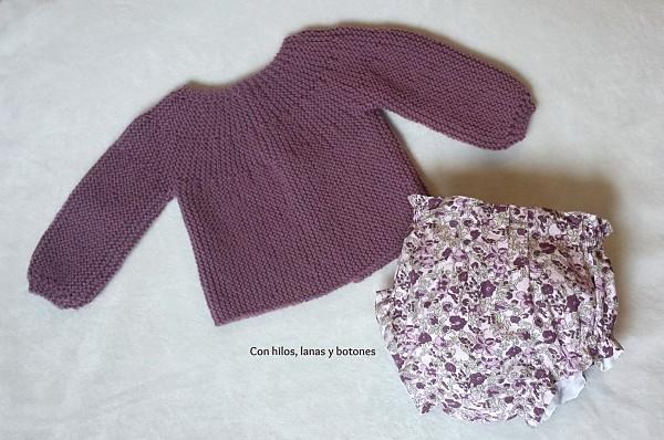 Con hilos, lanas y botones: Conjunto malva para bebé (braguita, chaqueta y capota)