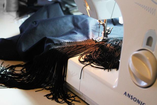 coser flecos al bajo vestido años 20.jpg