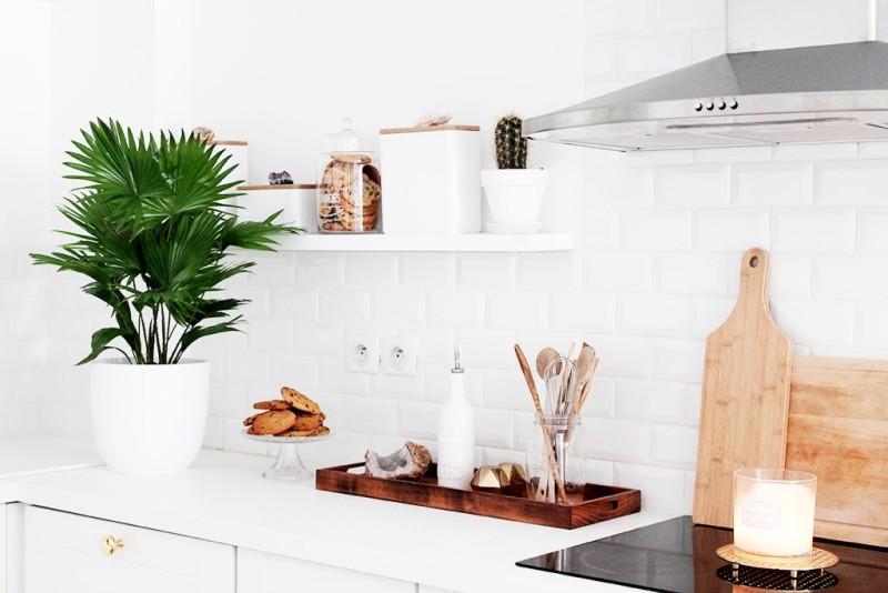 blanco_en_la_reforma_de_una_cocina_interiorismodetalles_mueble_paredes_encimera