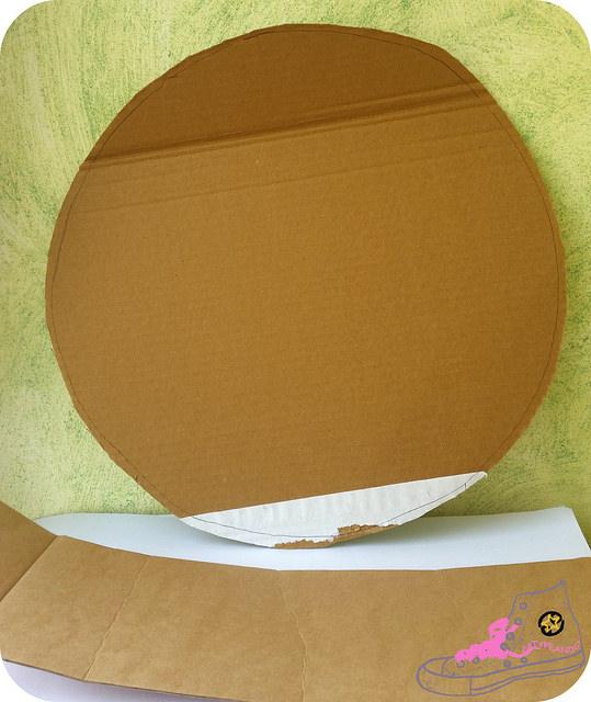 trozos carton para hacer sombrerera