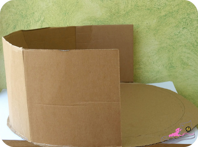 construyendo caja de cartón