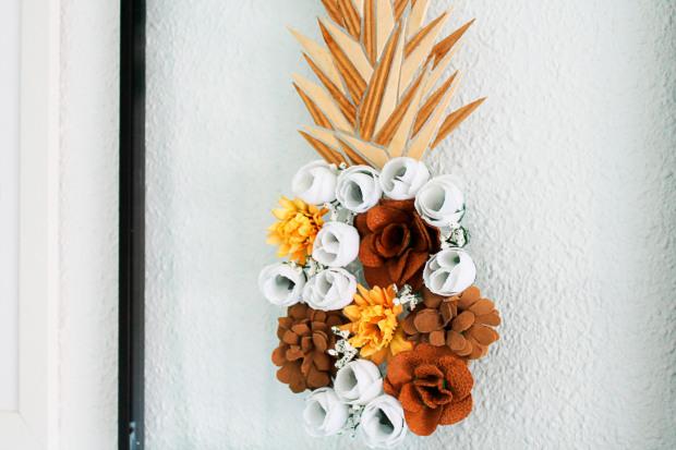 idea manualidad para decorar cuadro flores piña verano.jpg