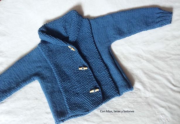 Con hilos, lanas y botones: Chaqueta de punto cruzada para niño