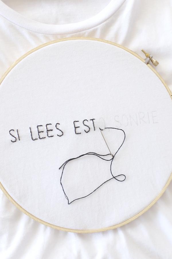 polera-camiseta-bordada-frase-shirt-embroidery-hilo