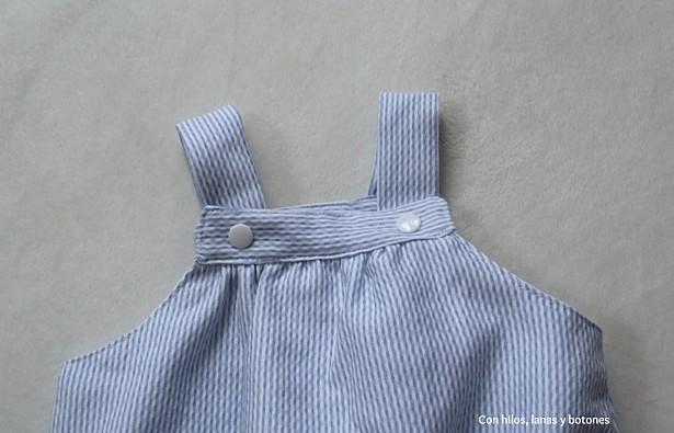 Con hilos, lanas y botones: Peto mil rayas