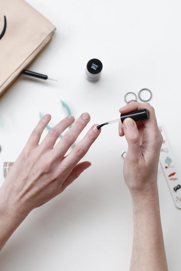 manicure-nail-nailart-punto-negro-black-dot-diy