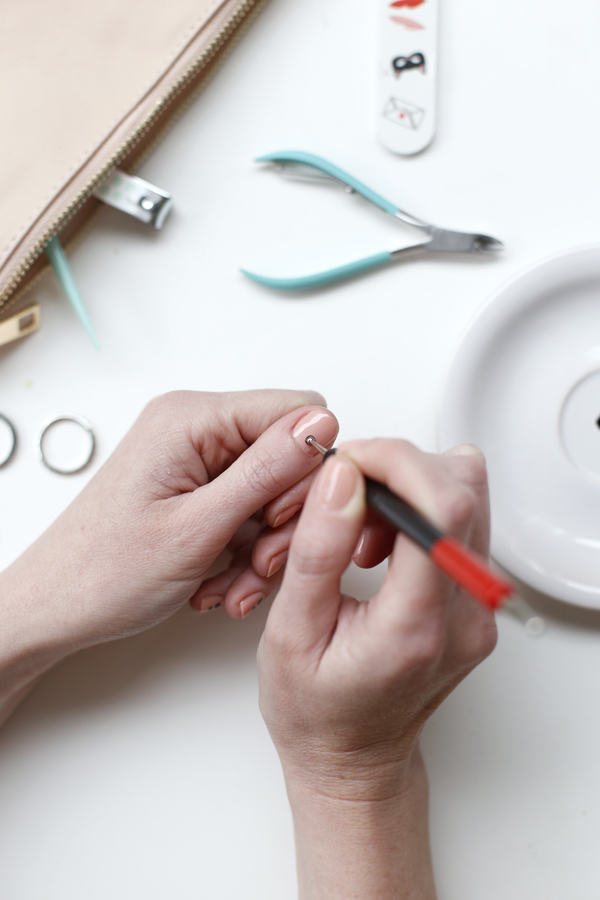 manicure-nail-nailart-punto-negro-black-dot-lvec